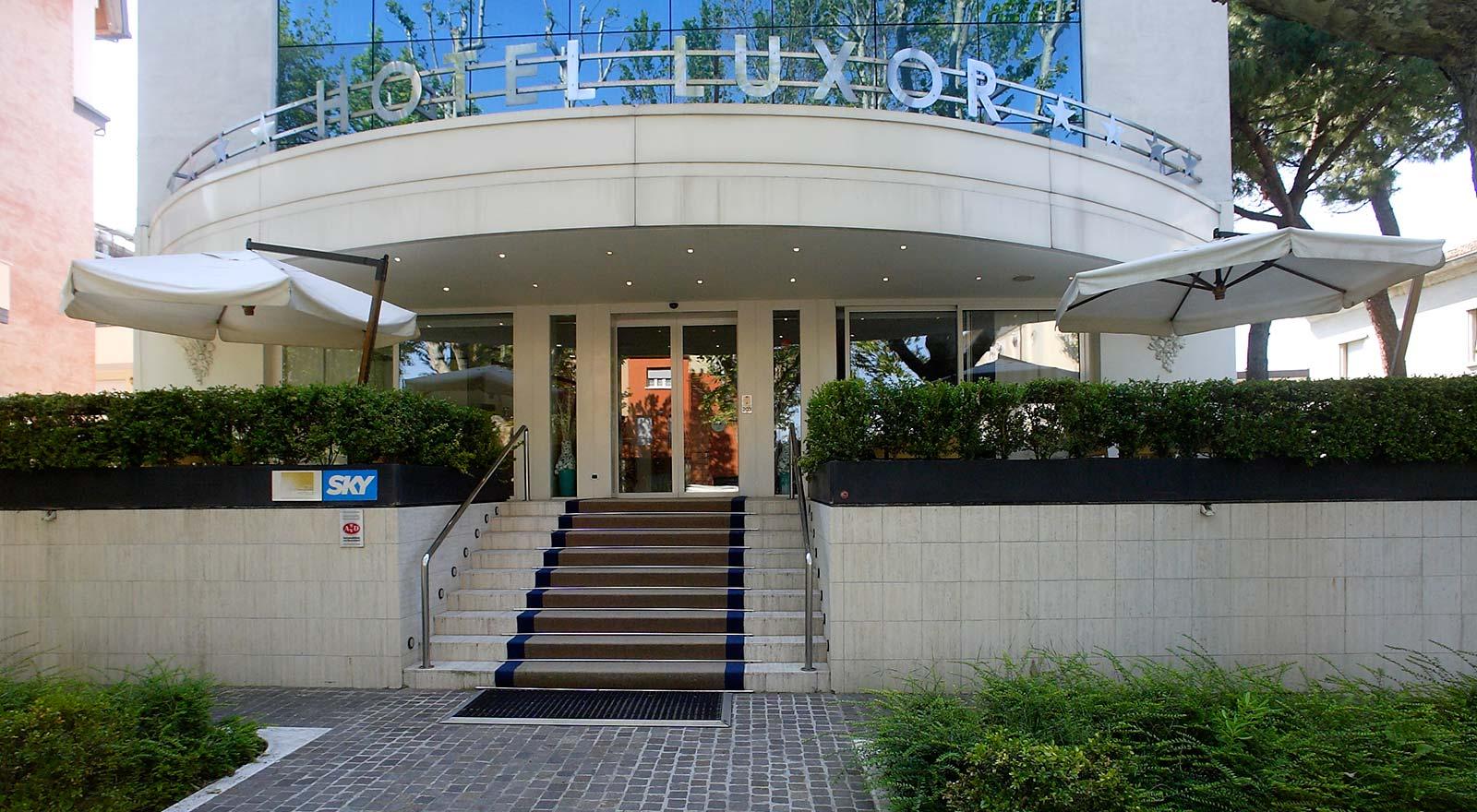 Hotel rimini 4 stelle a marina centro hotel luxor for Hotel 4 stelle barcellona centro